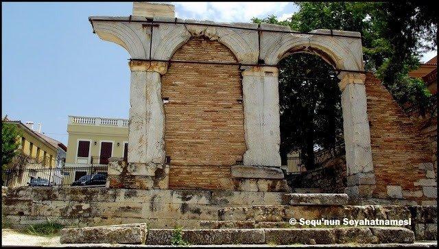 Agoranomeion Girişi - Atina Gezilecek Yerler - Roma Agorası