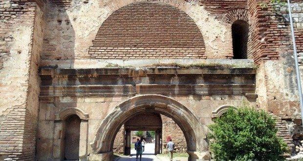 İznik Kalesi - İstanbul Kapı