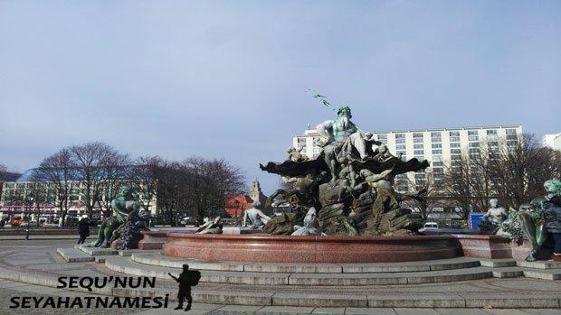 Neptün Çeşmesi - Berlin