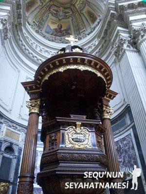 Berlin Katedrali Vaiz Kürsüsü